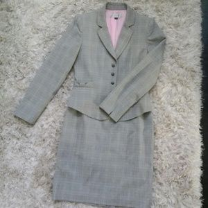 Tahari Gray micro plaid skirt Jacket Suit Sz 4